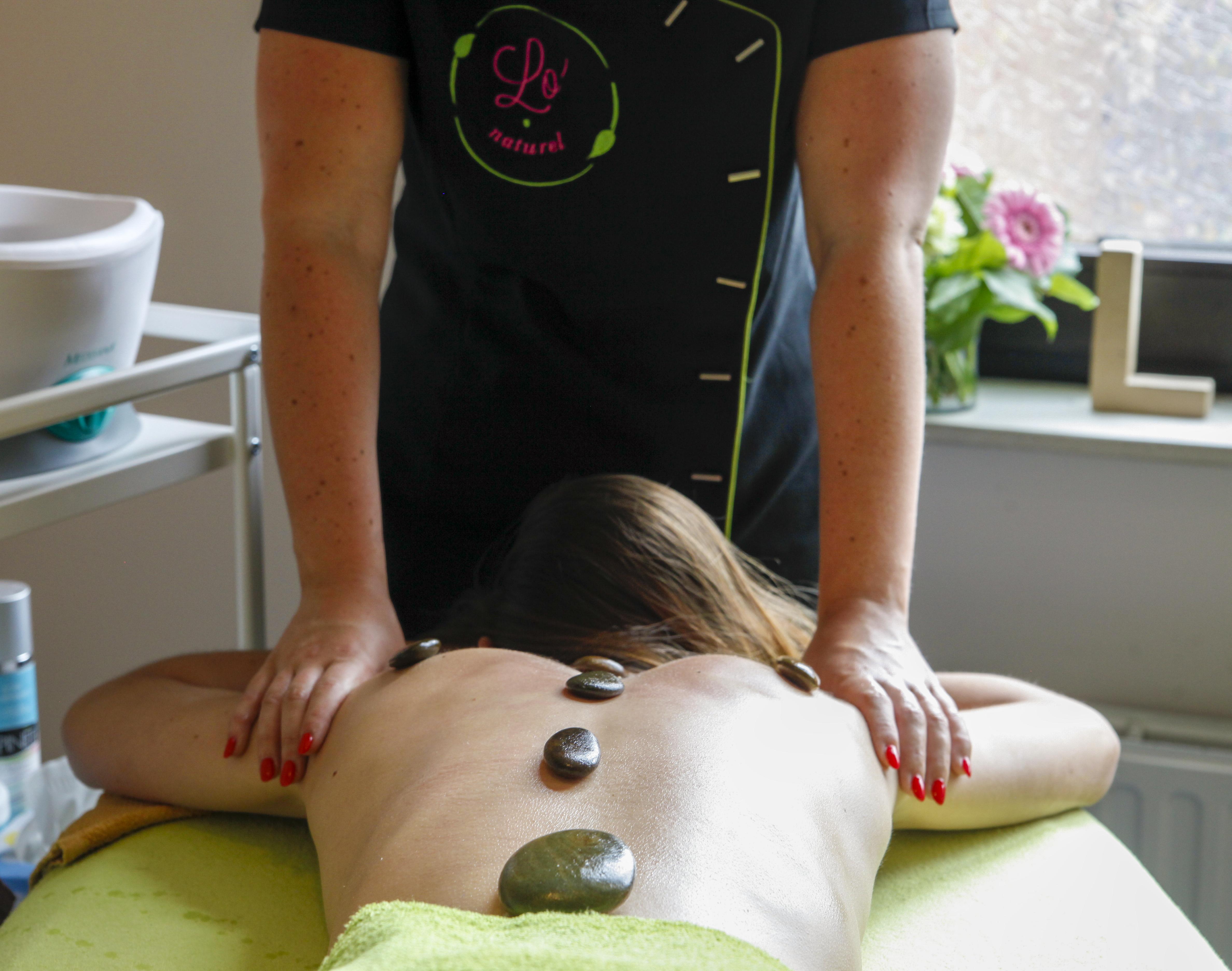 Envie d'un massage aux pierres chaudes sur Ciney ou Velaine ? Pensez à Lo'naturel