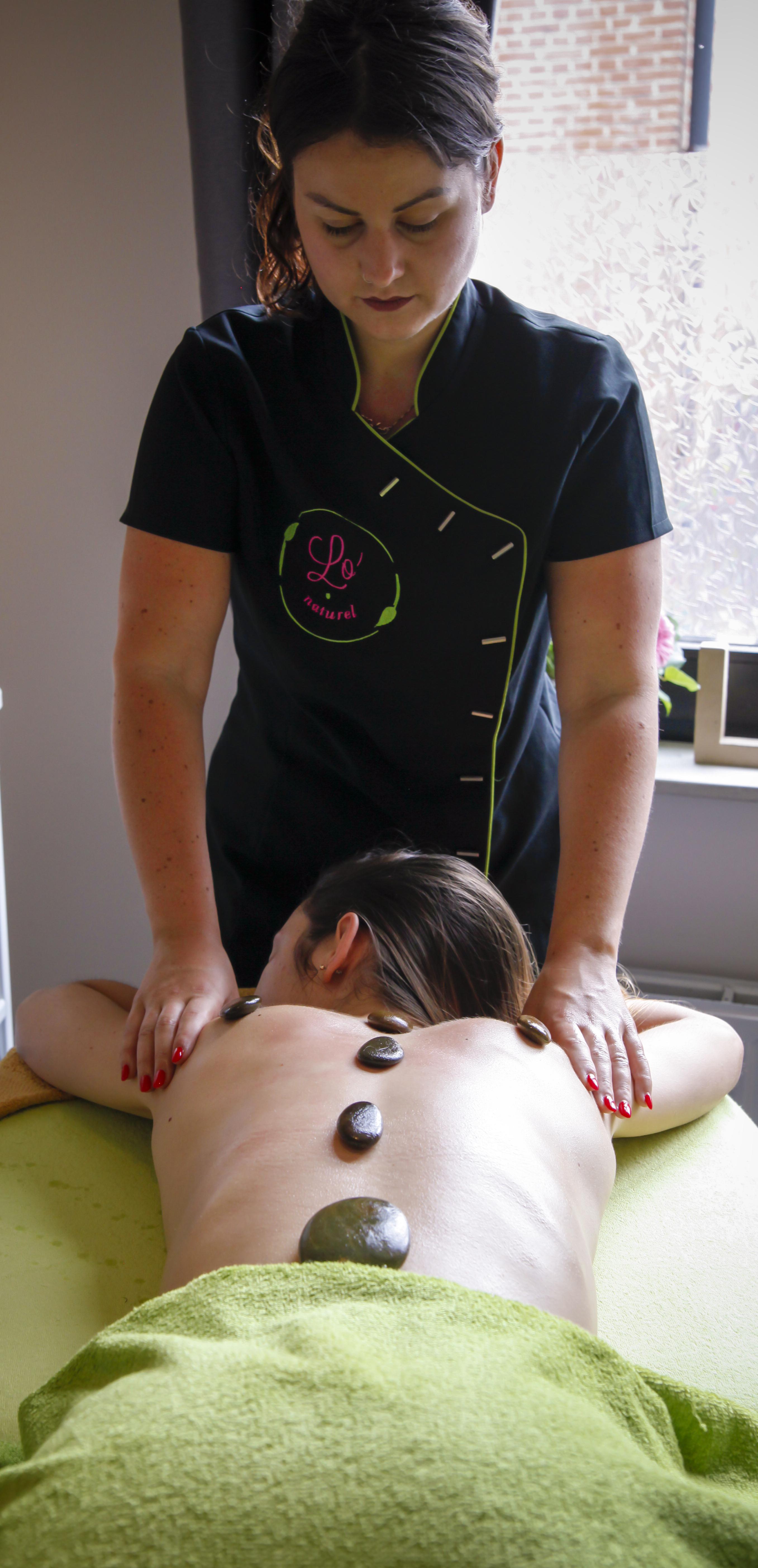 Lo'naturel vous propose des massages aux pierres chaudes avec des huiles bios !