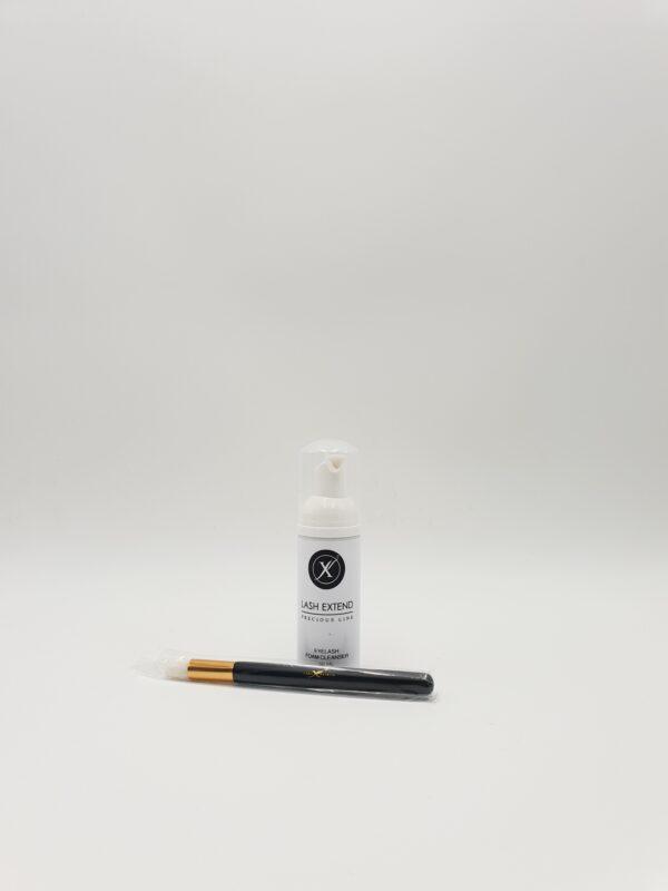 Vos extensions de cils demandent un nettoyage quotidien. Ce shampoing est spécialement conçu pour ! Lo'naturel vous propose une large gamme de cosmétiques naturels.